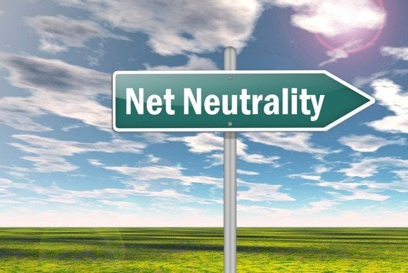FCC won't probe Netflix for throttling video over wireless networks