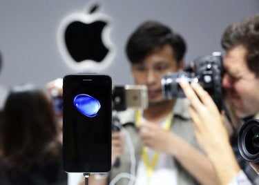 Android users are losing interest in iPhones, survey claims